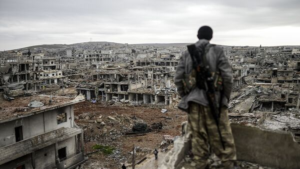 Un curdo a Kobane - Sputnik Italia