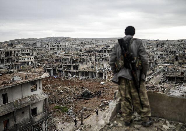 Un curdo a Kobane
