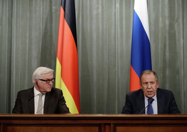 Sergey Lavrov e Frank-Walter Steinmeier (foto d'archivio)