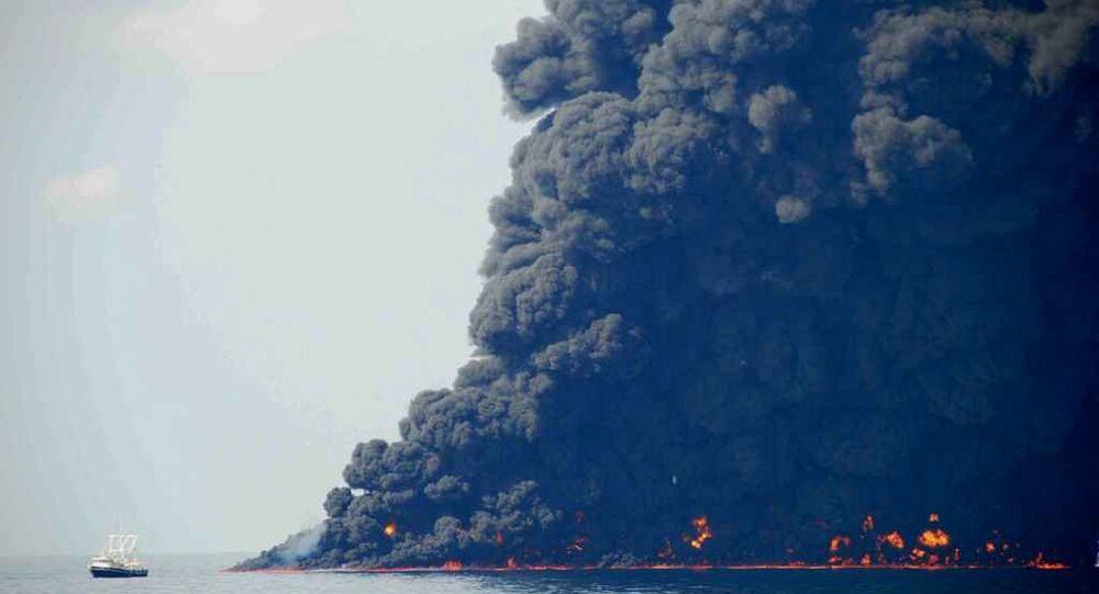 Incendio al pozzo petrolifero di Macondo nel Golfo del Messico