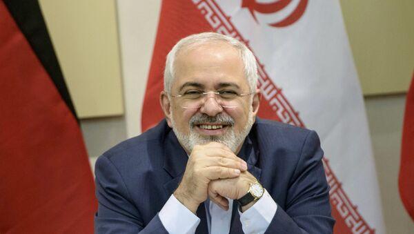 Il ministro degli Esteri iraniano Javad Zarif all`inizio delle trattative di G5+1 sembrava essere di buon umore - Sputnik Italia