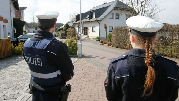 Police hold media away from the house where Andreas Lubitz lived in Montabaur, Germany. - Sputnik Italia