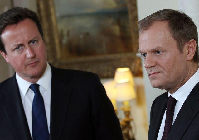 Il primo ministro britannico David Cameron e il presidente del Consiglio Europeo Donald Tusk.