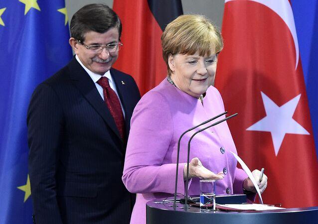 Ahmet Davutoglu e Angela Merkel