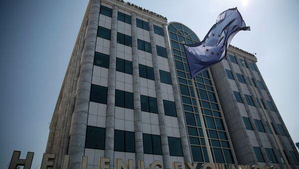 La bandiera dell'UE davanti alla borsa di Atene - Sputnik Italia