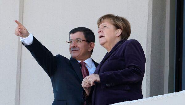 Angela Merkel e premier della Turchia Ahmet Davutoglu - Sputnik Italia