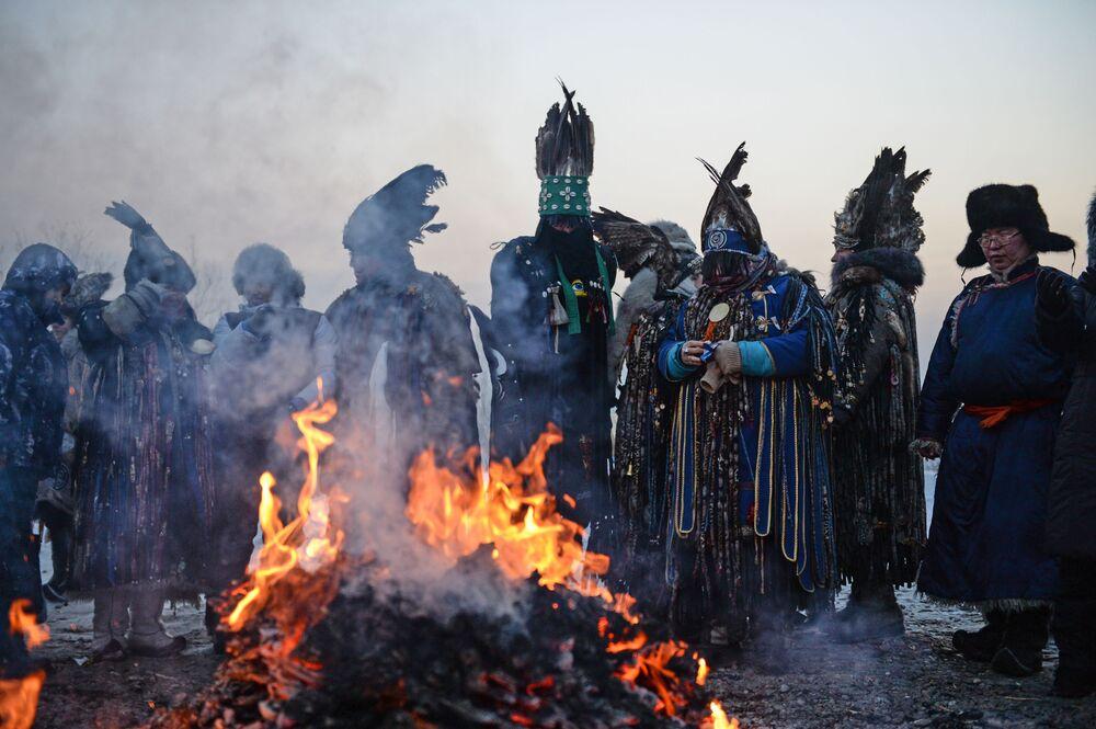 Sciamani siberiani celebrano Shagaa, l'inizio del nuovo anno.