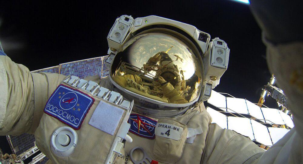 Space walk by Russian Cosmonauts