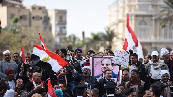 Manifestanti filogovernativi in piazza al Cairo nel 5° anniversario della rivolta del 2011 - Sputnik Italia