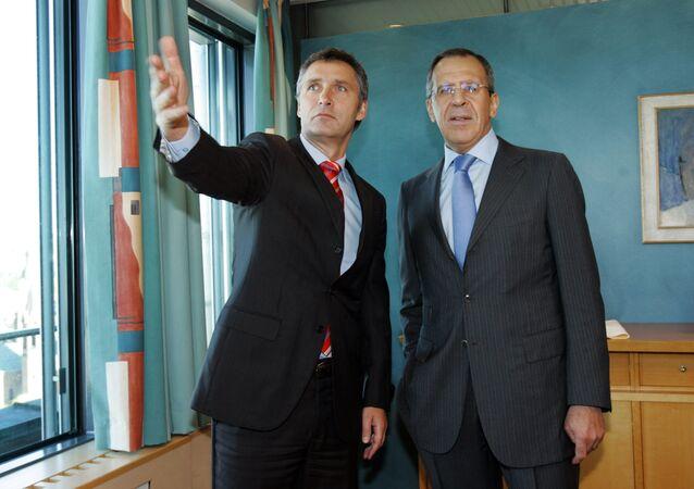Sergei Lavrov e Jens Stoltenberg