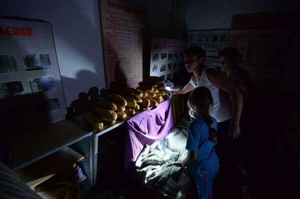 Bambini in un rifugio a Gorlovka. - Sputnik Italia