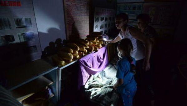 Дети в бомбоубежище в Горловке - Sputnik Italia