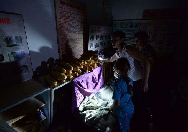 L'Ufficio dell'ONU per gli Affari Umanitari constata che in Ucraina più di 670mila persone, di cui il 90% vive nelle repubbliche della Novorossia, sono a rischio e hanno un urgente bisogno di cibo.