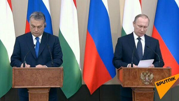 Live: Conferenza stampa del Presidente Russo Vladimir Putin e Il Primo Ministro Ungherese Viktor Orban - Sputnik Italia