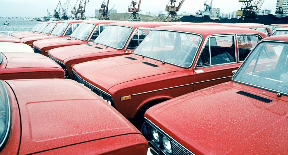 Новые автомобили ВАЗ-2106 на Волжском автомобильном заводе в Тольятти