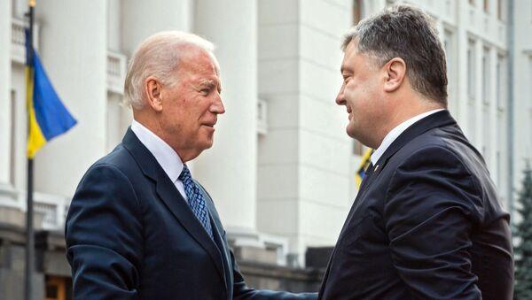 Joe Biden e Petro Poroshenko - Sputnik Italia