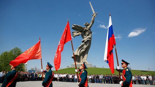 Il monumento alla Gloria Militare Mamaev Kurgan a Volgograd - Sputnik Italia