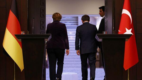 Angela Merkel e Ahmet Davutoglu - Sputnik Italia