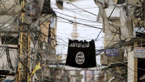 Una bandiera del Daesh - Sputnik Italia