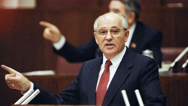 Mikhail Gorbaciov interviene al Soviet Supremo dell'URSS - Sputnik Italia