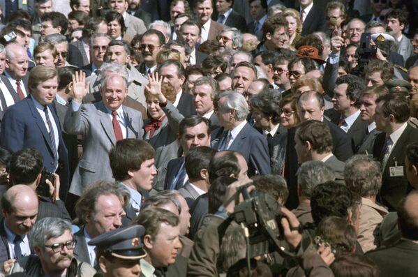 La visita ufficiale di Mikhail Gorbaciov nella Repubblica Socialista Federale di Jugoslavia nel 1988. - Sputnik Italia