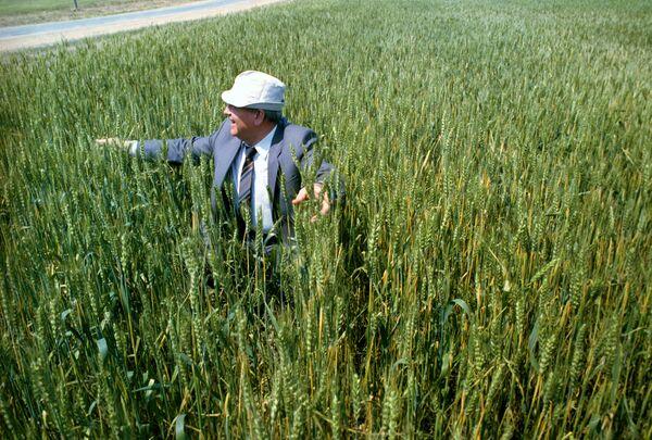 La visita del presidente dell'URSS Mikhail Gorbaciov in Kazakistan nel 1991. - Sputnik Italia