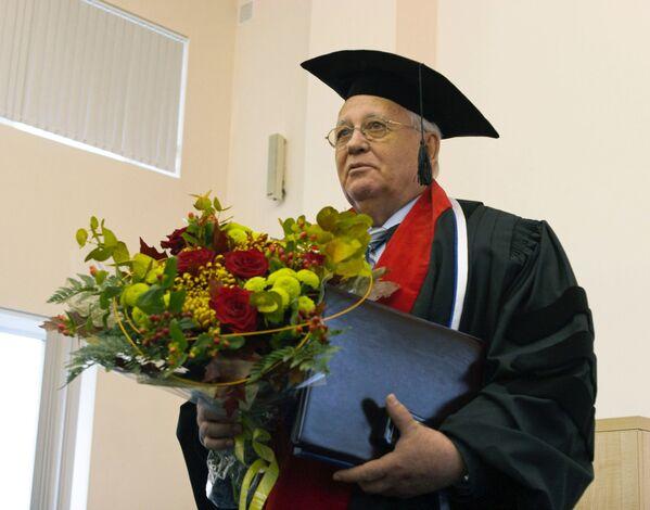 Ad ex presidente dell'URSS Mikhail Gorbaciov è stata conferita la laurea ad onorem all'università medica di San Pietroburgo. - Sputnik Italia
