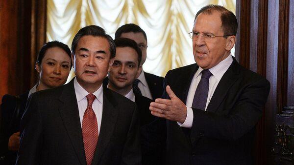 Ministro degli Esteri Sergej Lavrov con omologo cinese Wang Yi - Sputnik Italia