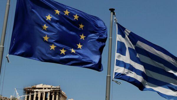 Bandiere di Grecia e UE - Sputnik Italia
