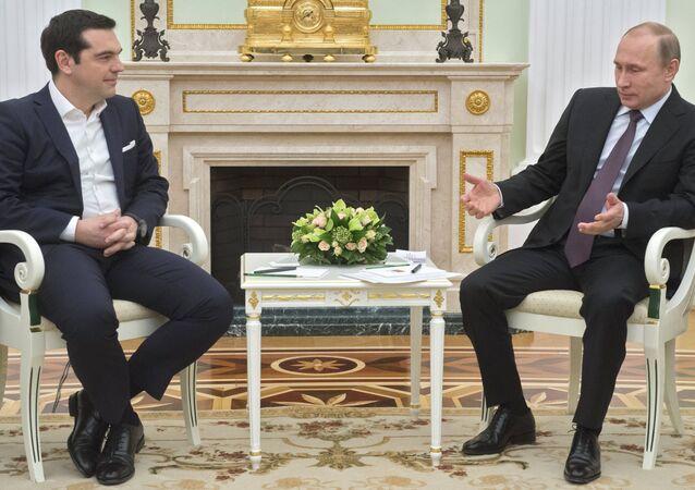 Il presidente Putin con il premier greco Tsipras al Cremlino