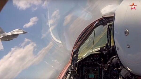 Esercitazioni di MiG-29 e Su-27 in condizioni estreme - Sputnik Italia