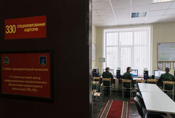 Ragazze allieve dell'Accademia militare delle Forze spaziali  di San Pietroburgo - Sputnik Italia