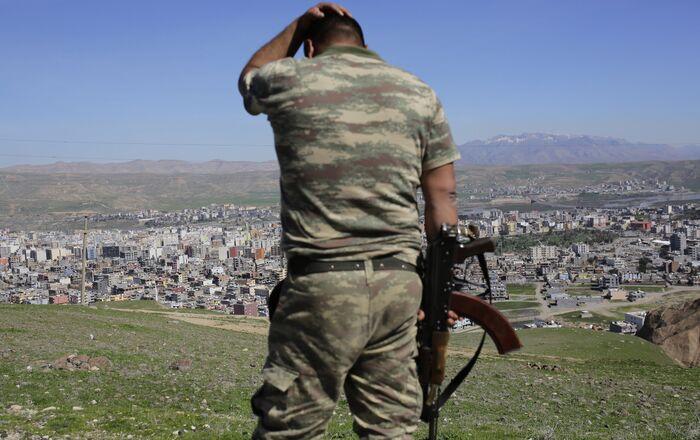 Soldato turco al confine con la Siria