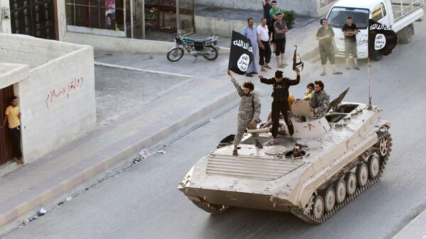 Terroristi del Daesh a Raqqa - Sputnik Italia
