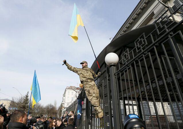 Manifestazione nazionalisti ucraini a Kiev presso Ambasciata russa