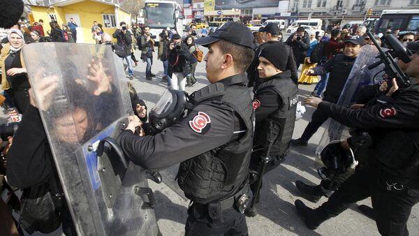 Repressione della polizia turca contro le donne - Sputnik Italia