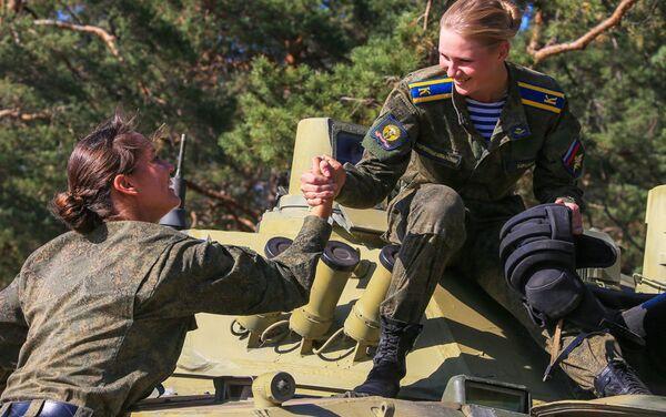 Le cadette delle scuola paracadutisti di Ryazan - Sputnik Italia
