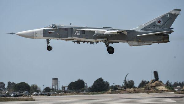 Bombardiere russo Su-24 in Siria - Sputnik Italia