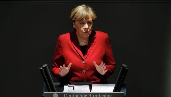 German Chancellor Angela Merkel gives a speech during a debate at the Bundestag - Sputnik Italia