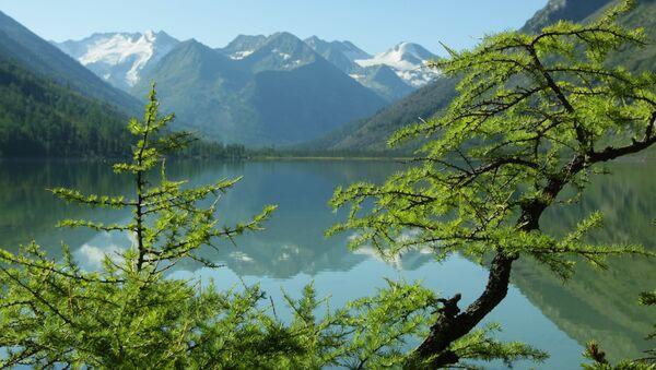 Среднее Мультинское озеро на Алтае - Sputnik Italia