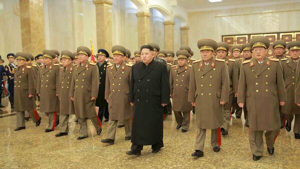 Kim Jong-un con lo Stato Maggiore nordcoreano - Sputnik Italia