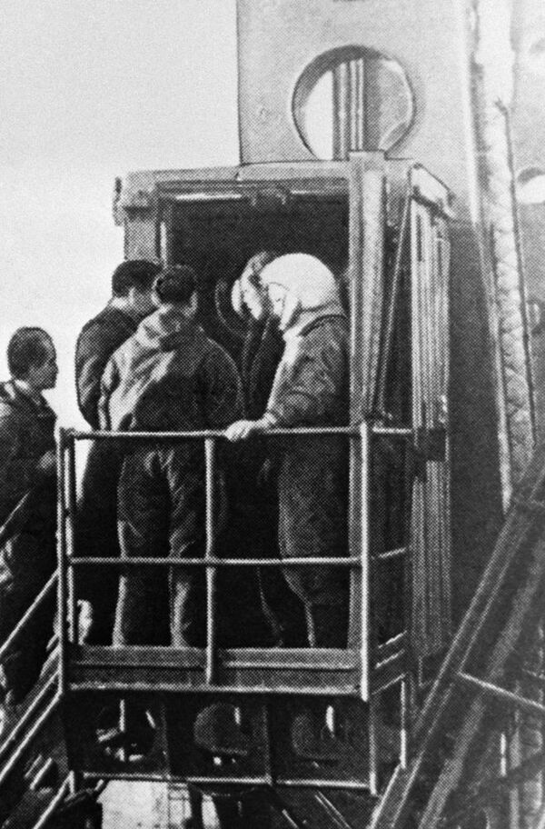 Yuri Gagarin prima del lancio. - Sputnik Italia