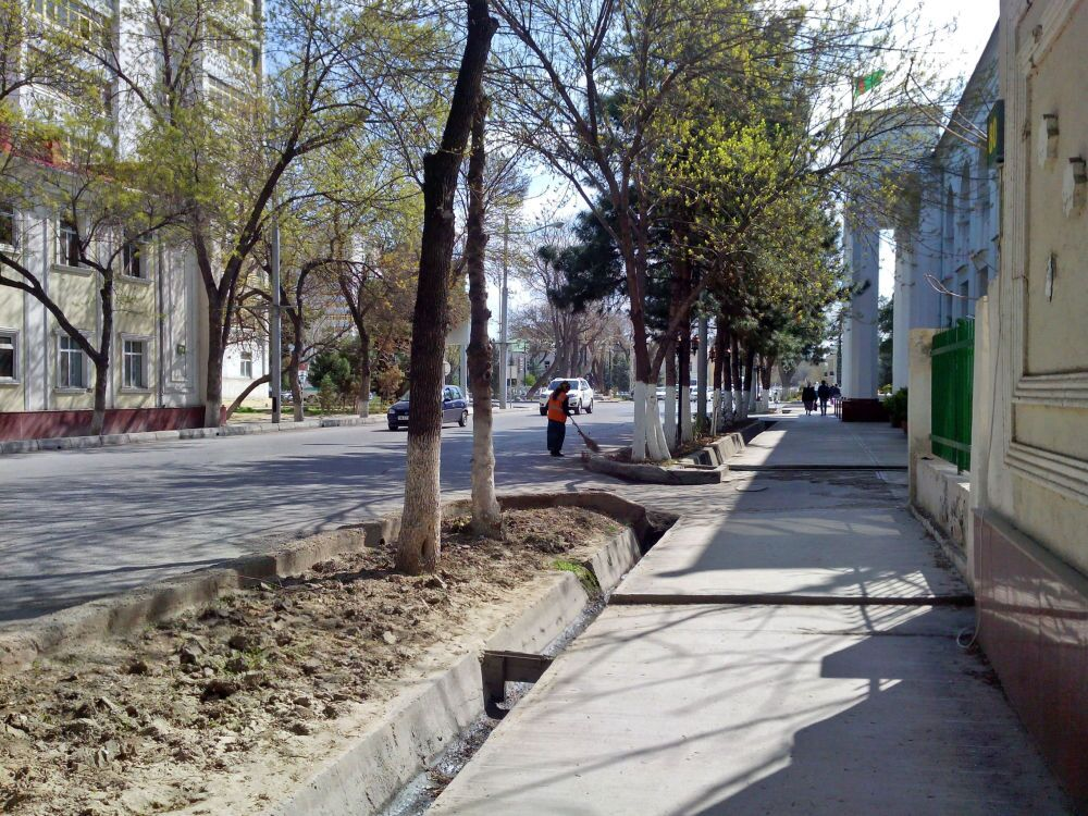 Ashgabat, uno scorcio della centrale via Lenin - ora Azady