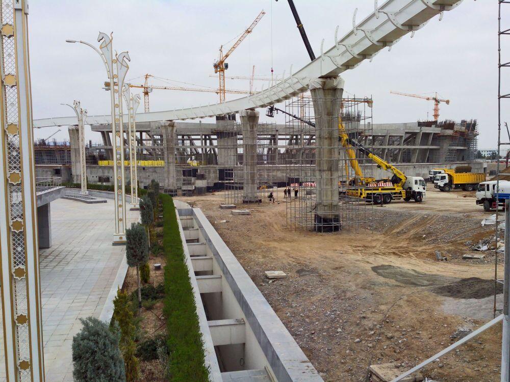 Ashgabat, i lavori di costruzione dello stadio Olimpico