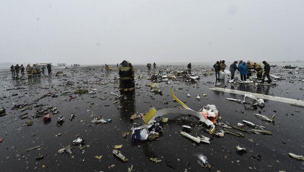 Rottami del Boeing-737-800 schiantatosi a Rostov - Sputnik Italia