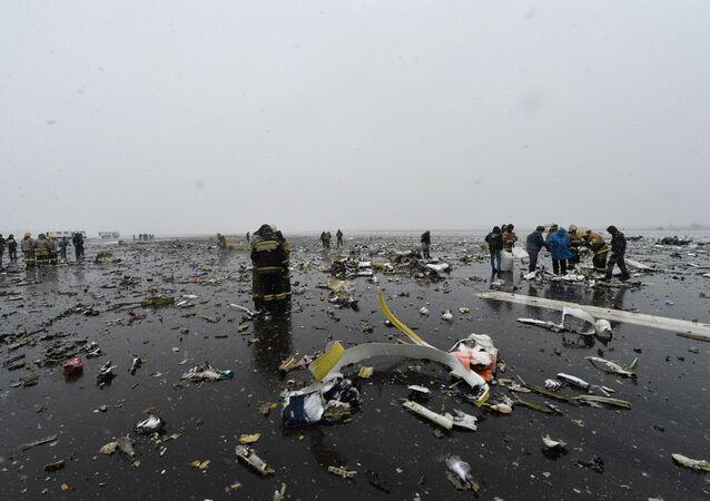 Rottami del Boeing-737-800 schiantatosi a Rostov