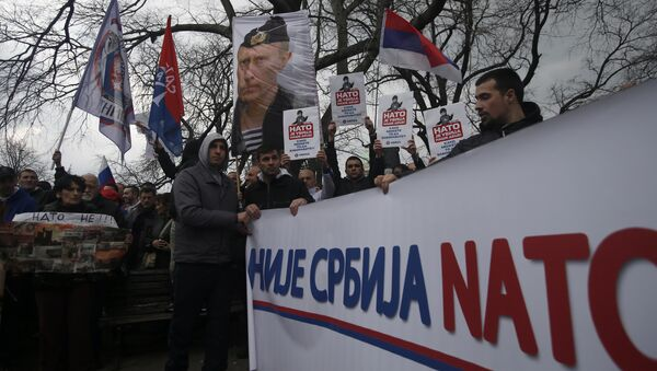 Protesters holding a banner that reads: Serbia is not NATO during a protest against NATO in downtown Belgrade, Serbia, Saturday, Feb. 20, 2016 - Sputnik Italia