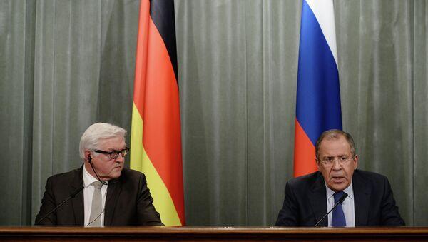 Capi delle diplomazie di Germania e Russia (Sergey Lavrov e Frank-Walter Steinmeier) - Sputnik Italia