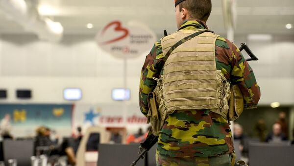 Un soldato belga all'aeroporto Zaventem - Sputnik Italia