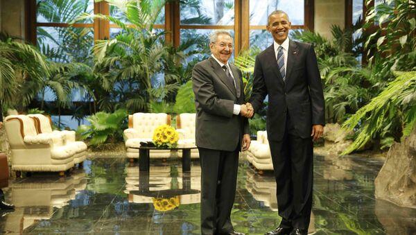 Barack Obama e Raul Castro - Sputnik Italia